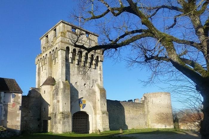 chateau-de-druyes-les-belles-fontaines-bourgogne-franche-comte-yonne-4